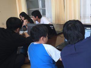 新しい先生たちも必死にスクール生と取り組んでいます